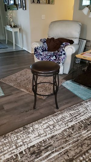 Swivel bar stool for Sale in Buckley, WA