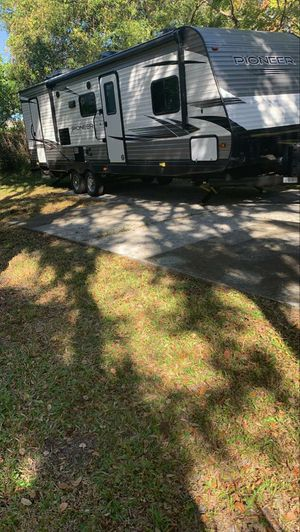 Pioneer Highland 2020 32' RV Trailer for Sale in Kissimmee, FL