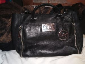 MICHAEL KORS crossbody handbag. Black leather for Sale in Las Vegas, NV