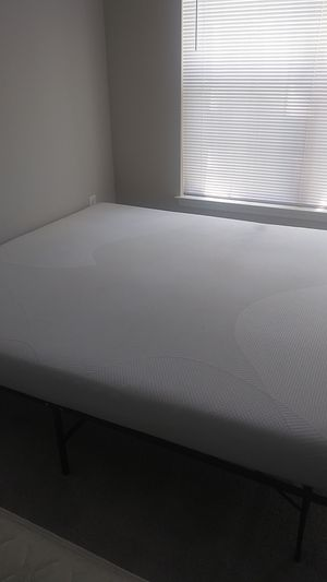 King size memory foam mattress (6 inches) in good condition for Sale in Germantown, MD