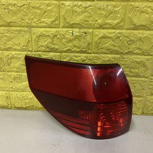 2004-2005 TOYOTA SIENNA LEFT TAIL LIGHT DRIVER SIDE USED GENUINE OEM. R4 for Sale in Lynwood, CA