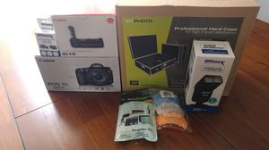 Canon 7D Mark mk ii, with Canon BG-E16 Battery Grip, extra battery, 32gb memory, New case, flash, new battery, cleaning kit and more for Sale in Cleveland, OH
