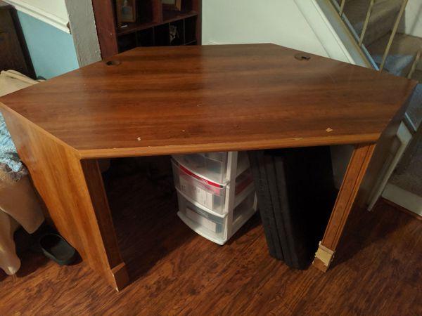 Free Corner Desk