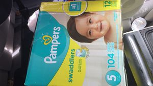 Pampers swaddlers size 5-104 count for Sale in Spotswood, NJ