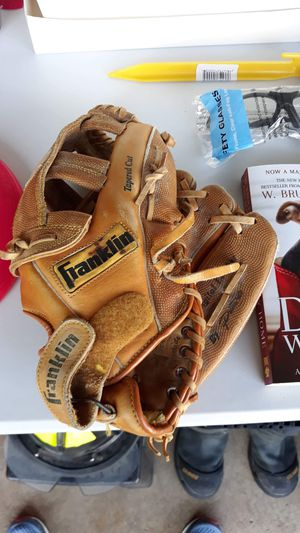 Franklin Adult softball glove for Sale in Mokena, IL