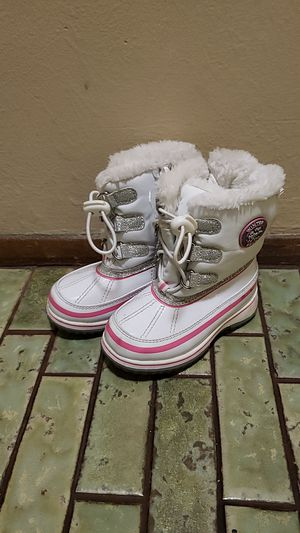 Toddler girl snow boots size 7 for Sale in Stockton, CA