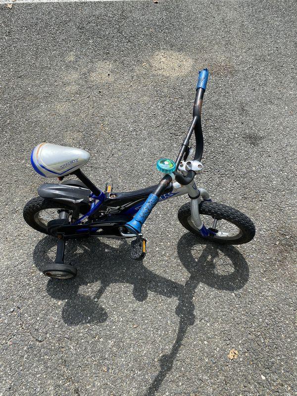 Kids TREK bike with training wheels