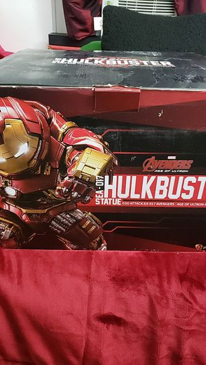 Hulkbuster statue marvel iron man for Sale in Queens, NY
