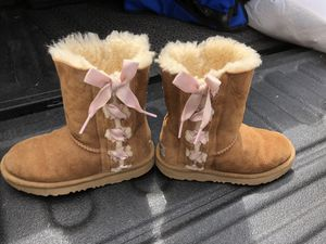 UGG boots chestnut with pink side bows, wool lining, little girls size 13 for Sale in Glenshaw, PA