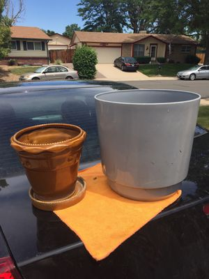 """Ceramic pot 8"""" tall 8"""" dia / plastic planter 12 tall 12 dia. for Sale in Westminster, CO"""