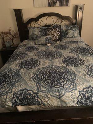 Queen bedroom set for Sale in Fort Worth, TX