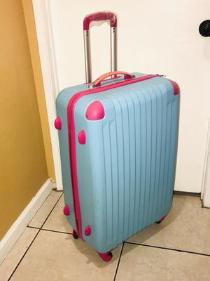 """Luggage / Dimensiones 30"""" x 19"""" x 11 Rolling luggage Sturdy hard shell suitcase Women and men Travel suicase universal wheels 30"""" inch PC ABS material for Sale in Bloomington, CA"""