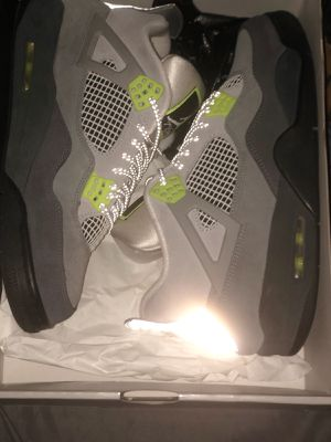 Jordan 4 SE neon for Sale in Warren, MI