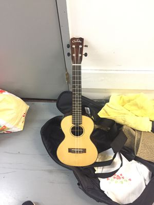 Perfect condition uke paid $200at guitar center for Sale in Santa Monica, CA