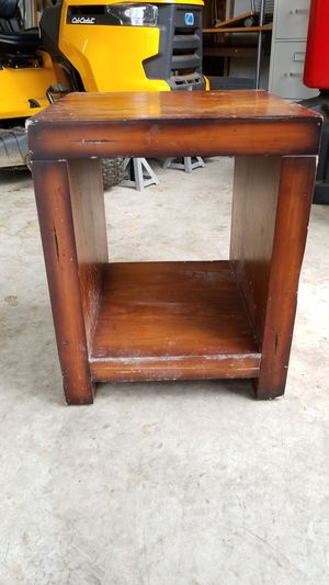 Small shelf table for Sale in Snohomish, WA