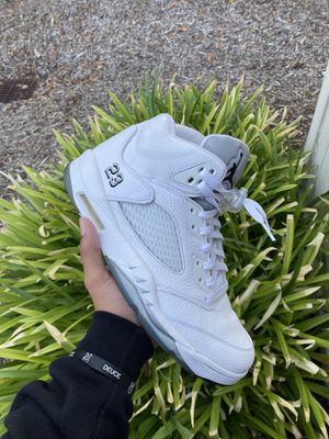 Air Jordan 5 White metallic size 10 for Sale in Roseville, CA