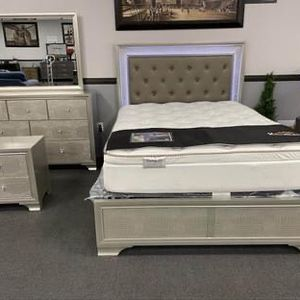 4PC Queen Bedroom Set W/ LED Lights for Sale in Fresno, CA