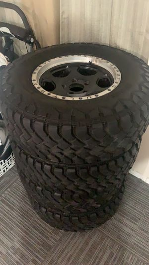Tires 265/75/16 90% life for Sale in Los Angeles, CA