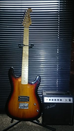 Tye-ger electric guitar and jay turser amp for Sale in Cleveland, OH