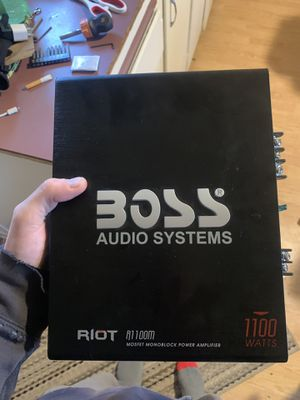 Boss 1100 watt amp for Sale in MILTON FRWTR, OR