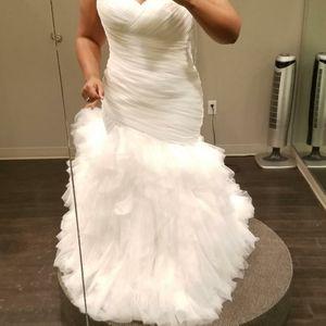 WEDDING DRESS for Sale in Chickasha, OK
