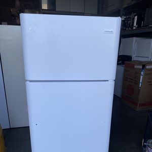 BRAND NEW!!! White Frigidaire Top Freezer Refrigerator Comes with one year manufactures warrant for Sale in Lakewood, CA