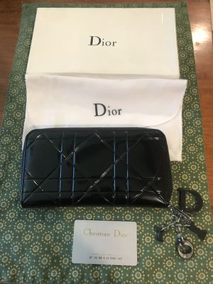 NWT DIOR ZIP WALLET BLACK AUTHENTIC for Sale in Glendale, AZ