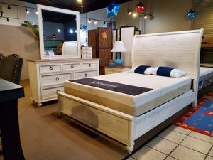 4 pc queen bedroom Set. Mattress not included for Sale in Santa Fe Springs, CA