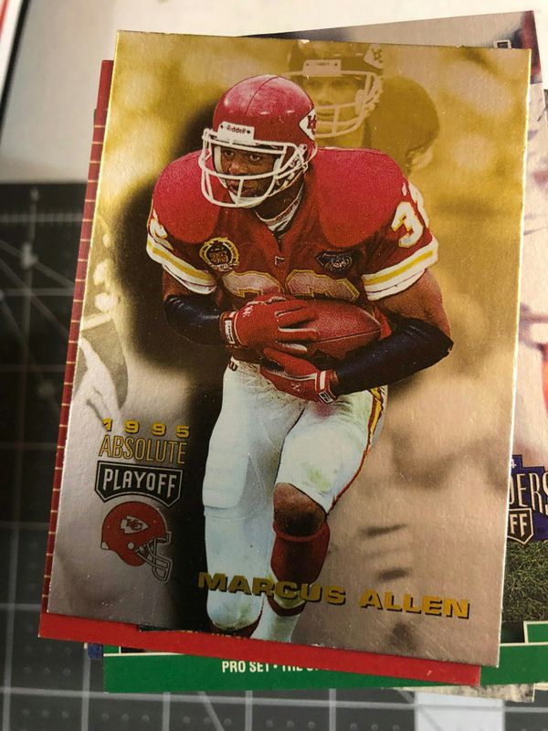 Football cards lot of 200 randomly selected from huge lot