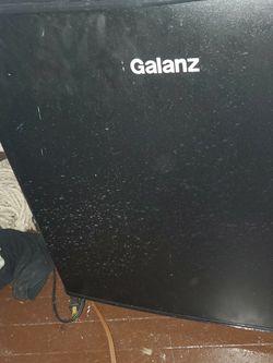 Galanz 1.7 Cu ft Single Door Mini Fridge GL17BK, Black for Sale in Cleveland,  OH