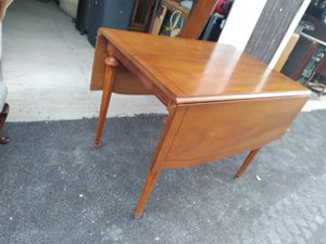 Drop leaf Dining Table w/leaf for Sale in Lancaster, NY