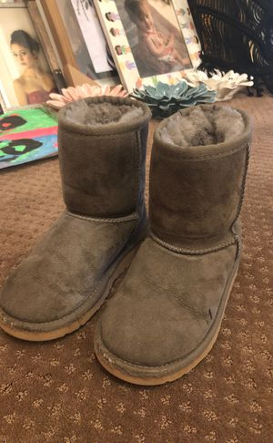 Children's Ugg boots size 11 for Sale in Mason, OH