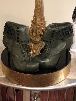 Women's boots size 6.5 for Sale in Laurel, MD