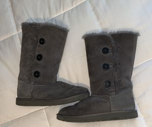 Ugg boots (bailey button triplet II) size 4 fits women size 6 for Sale in Yorba Linda, CA
