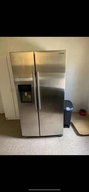 Samsung refrigerator for Sale in Camden, NJ