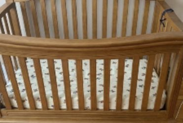 Sorelle Elite Convertible Crib & Changing Table Dresser for Sale in Livermore,  CA
