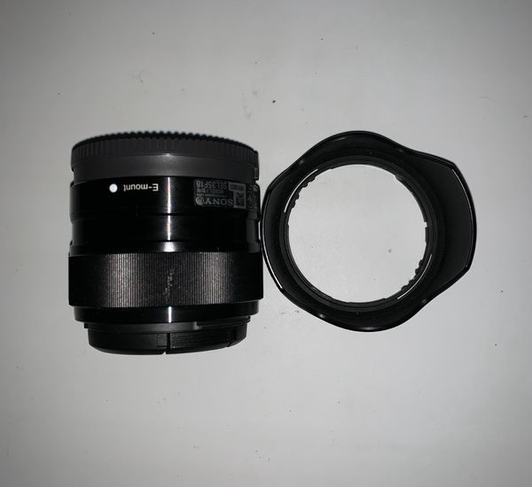 Sony E mount 35mm f/1.8 OSS lens