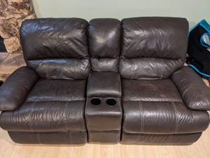 Leather reclining loveseat (electric) for Sale in Santa Clara, CA