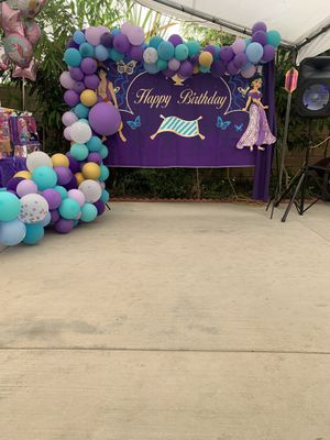 Backdrop and balloon garland for Sale in Pomona, CA
