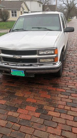 96' suburban for Sale in Champaign, IL