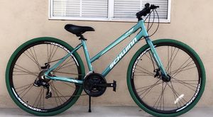 "Schwinn women's circuit 28"" Teal- Green Tires for Sale in Covina, CA"