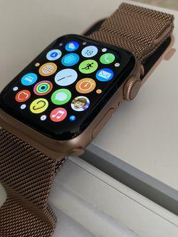 Apple Watch Series 5 for Sale in Virginia Beach,  VA