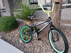 PRICE FIRM Awesome used bike great condition, 20 inch tires, 2 new inner tubes on both tires. Adjustable seat w handcrank. for Sale in Sloan, NV