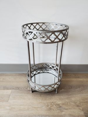 Metal Round Mirror Side/End Table for Sale in Nashville, TN