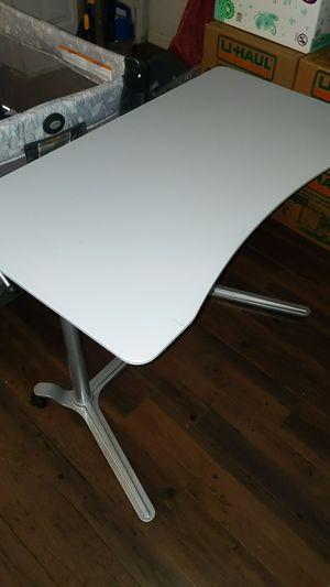 Manual adjustable standing desk for Sale in Arlington, TX