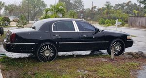 03 Lincoln town car on 26s for Sale in Hobe Sound, FL