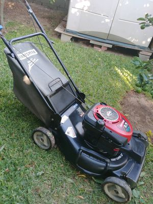 "CRAFTSMAN LAWN MOWER DE TRANSMISSION DELANTERA 6.75HP. ""22"" TRABAJA BIÉN NO PROBLEM for Sale in Riverside, CA"