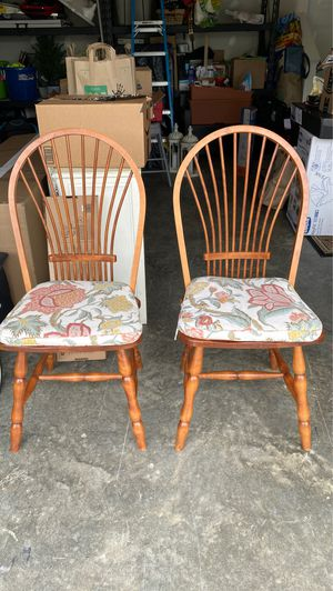 Table chairs for Sale in Silver Spring, MD
