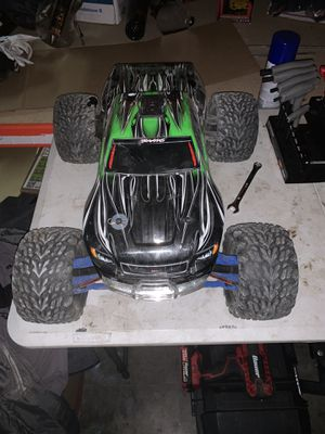 Traxxas revo 3.3 for Sale in Wenatchee, WA