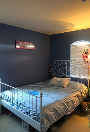 Queen size bed for Sale in Salinas, CA